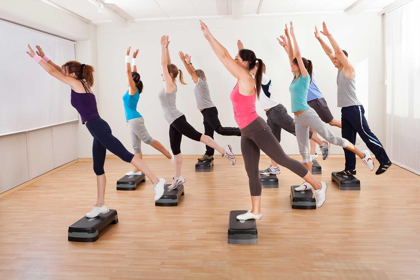 Степ-платформа: как выбрать + 20 упражнений (с фото)
