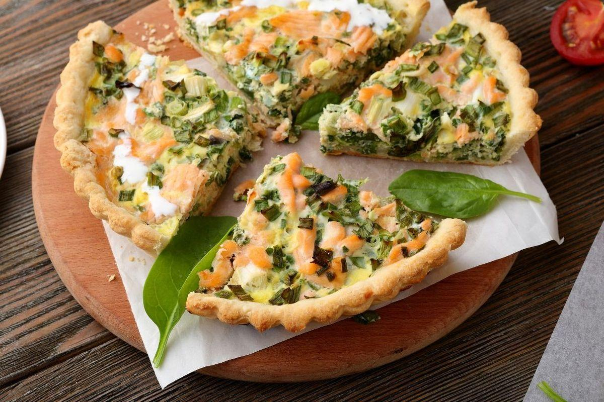 Слоеный пирог с семгой и рисом – кулинарный рецепт