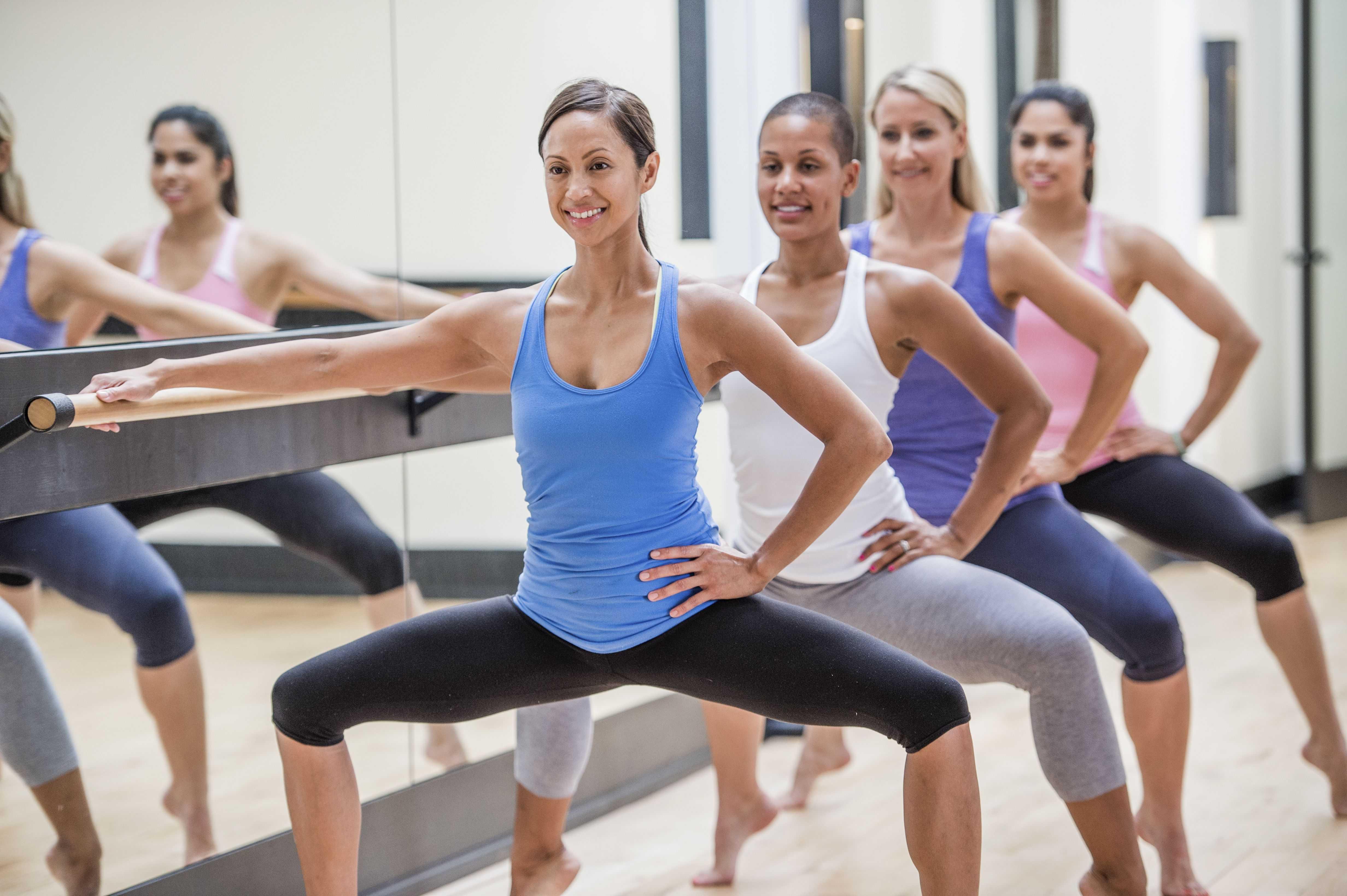 Предлагаем вам ознакомиться с фитнес-планом балетных тренировок для начального, среднего и продвинутого уровня Вы можете следовать уже готовому плану занятий