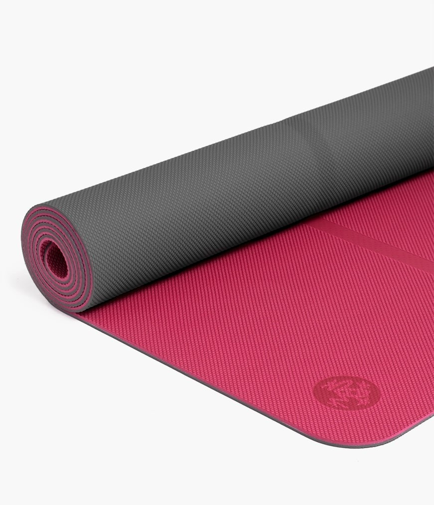 Какой выбрать коврик для йоги и на что обратить свое внимание