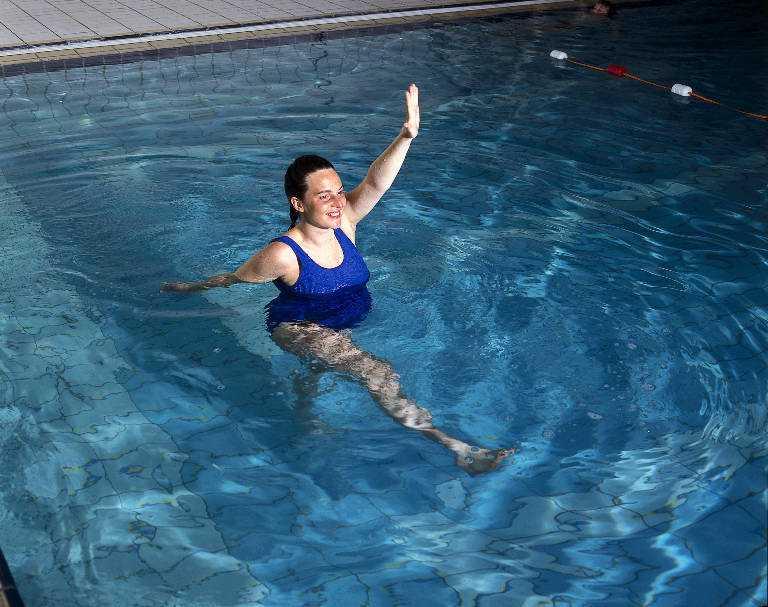 Плавание для похудения для женщин: как правильно плавать в бассейне для достижения результата?