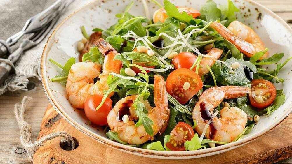 Салат «морской бриз» с креветками