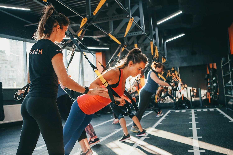 Силовые тренировки в домашних условиях для девушек: лучшие из лучших