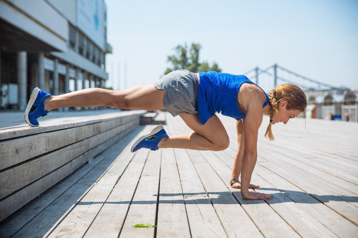 """Упражнение """"альпинист"""": какие мышцы работают, как правильно выполнять и 10 вариантов техники"""