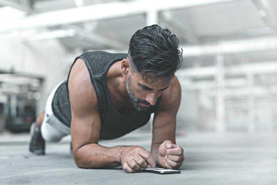 Прямые эфиры, онлайн-марафоны, персональные тренировки: 14 идей, как заставить себя заниматься спортом дома (материал обновляется)