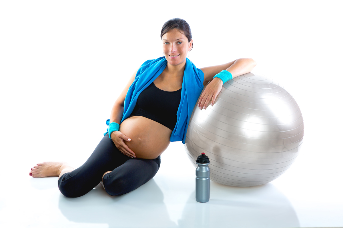 Как и зачем заниматься йогой для беременных - лайфхакер