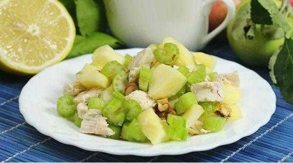 Салат с сельдереем и яблоком