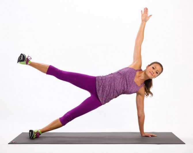 Махи ногами лежа на боку — укрепляем нижнюю часть тела