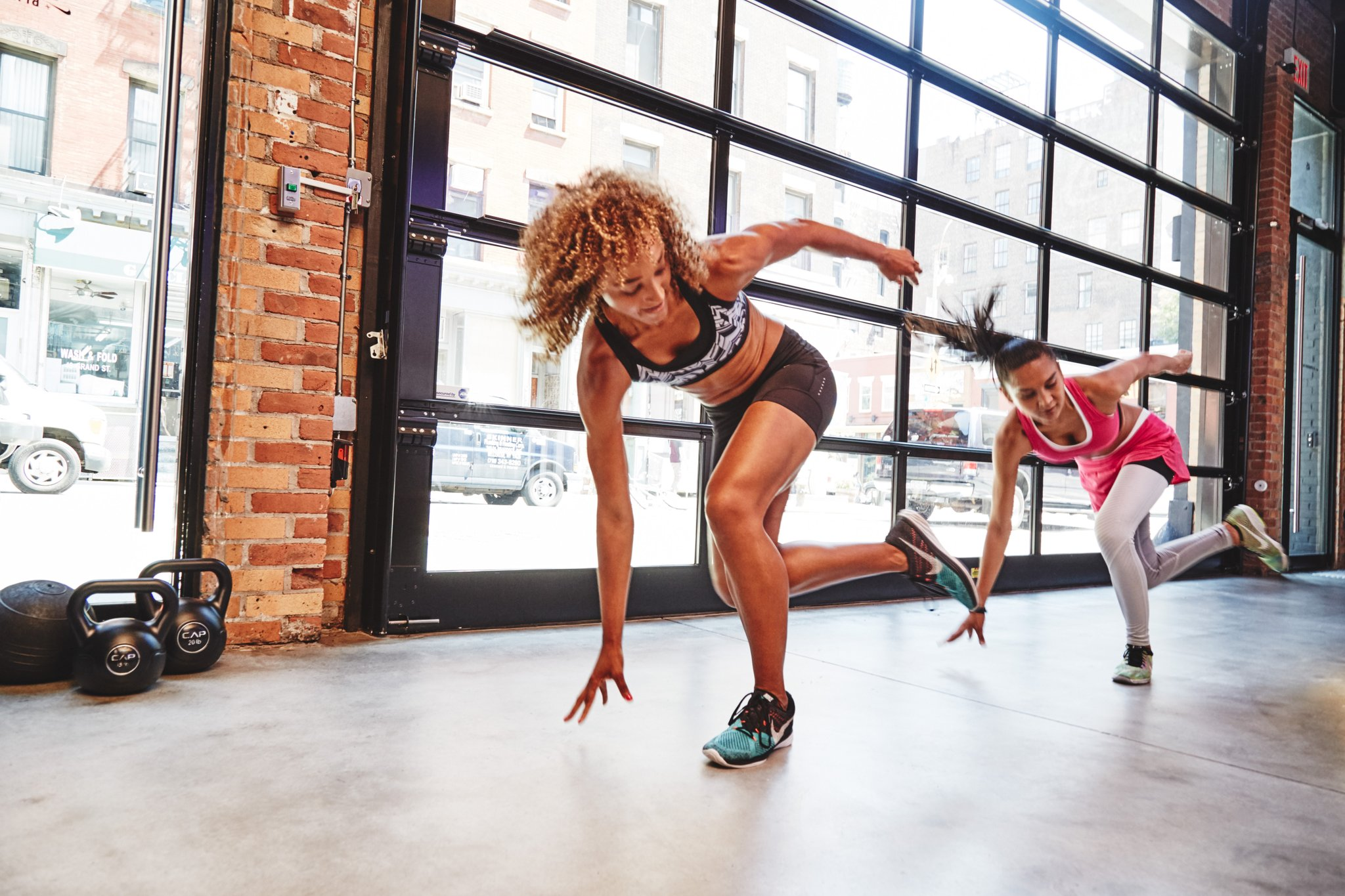 Эффективные упражнения для похудения для начинающих женщин: тренировки на дому