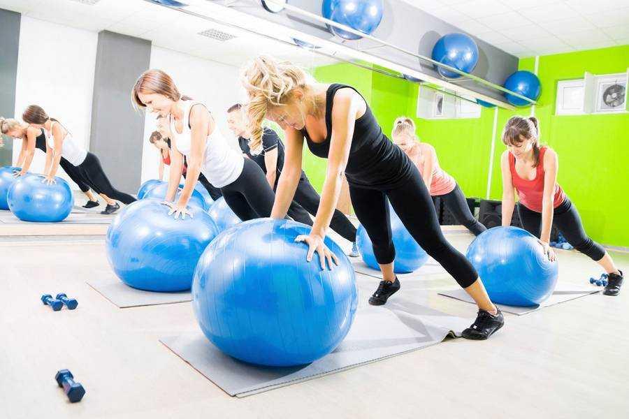 Лучшие упражнения на фитболе для похудения. программа тренировок и видео
