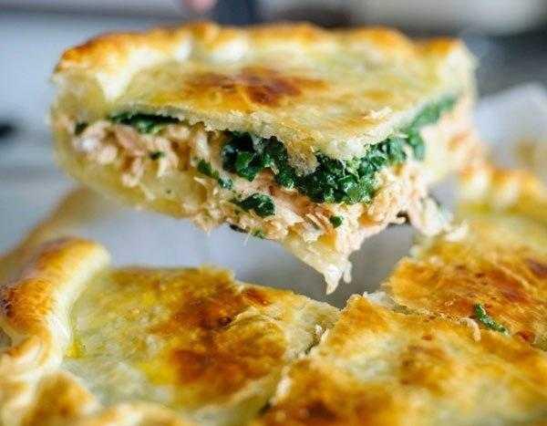 Пирог с начинкой из семги, риса и яиц из дрожжевого теста рецепт с фото пошагово - 1000.menu