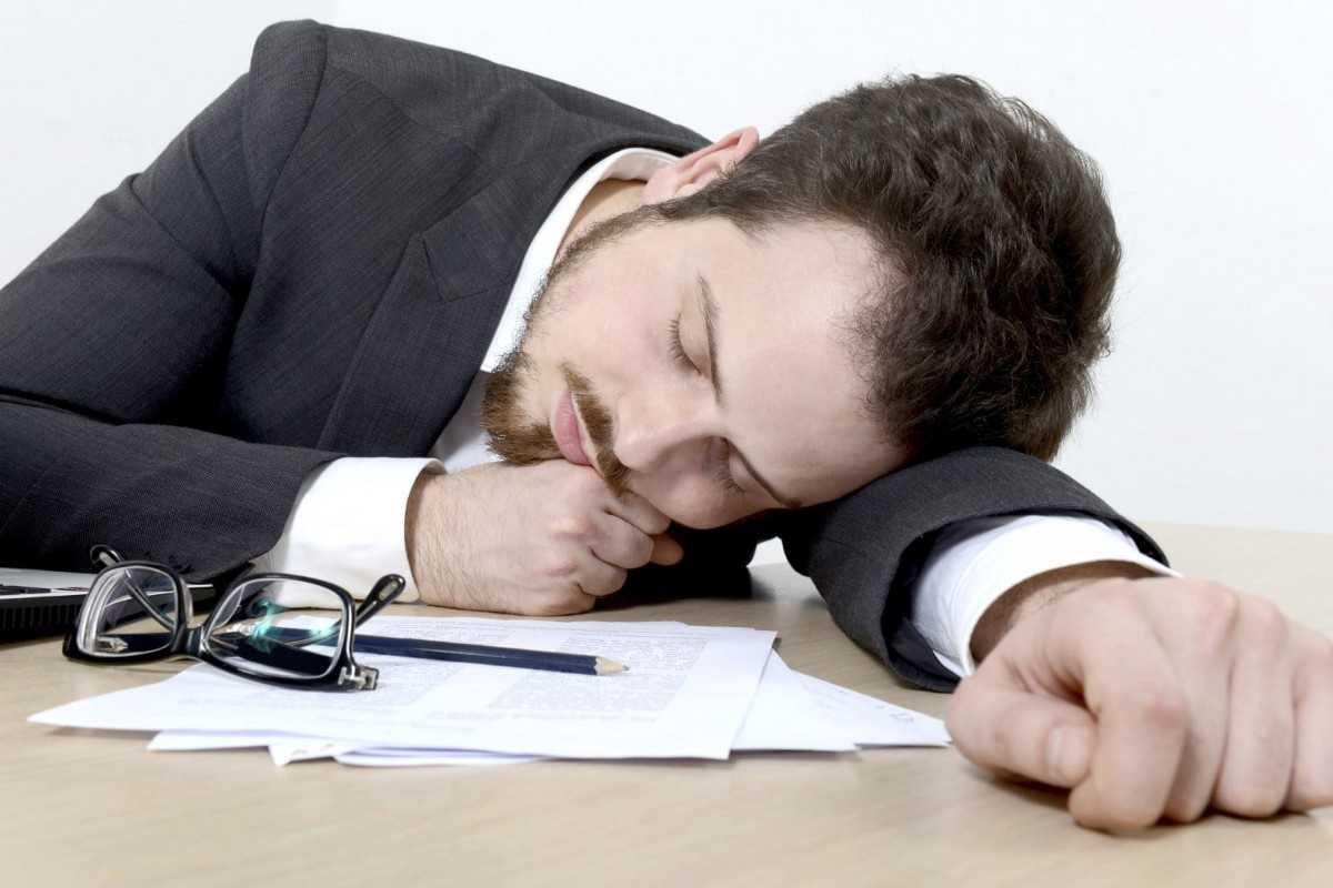 Причины переутомления, симптомы и стадии, последствия и осложнения