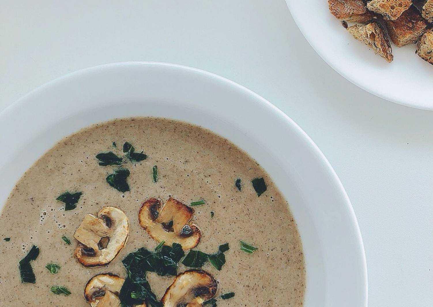 Картофельно-грибной крем-суп с гренками