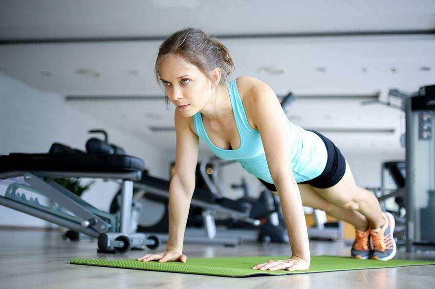 3 идеальные программы тренировок для девушек в тренажёрном зале - лайфхакер