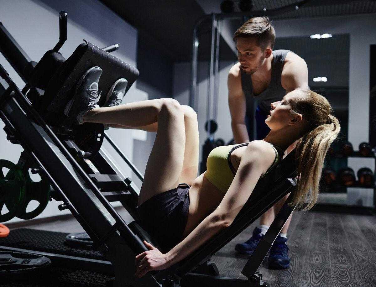 Программа занятий в тренажерном зале для начинающих девушек и мужчин