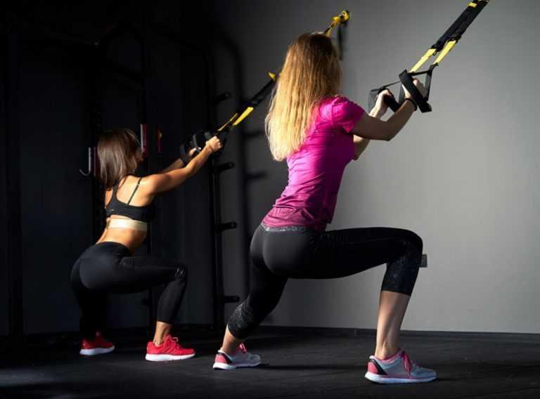 Тренировка TRX прекрасно развивает силу, выносливость и координацию, а также хорошо помогает создать рельеф и сбросить вес Упражнения на все группы мышц