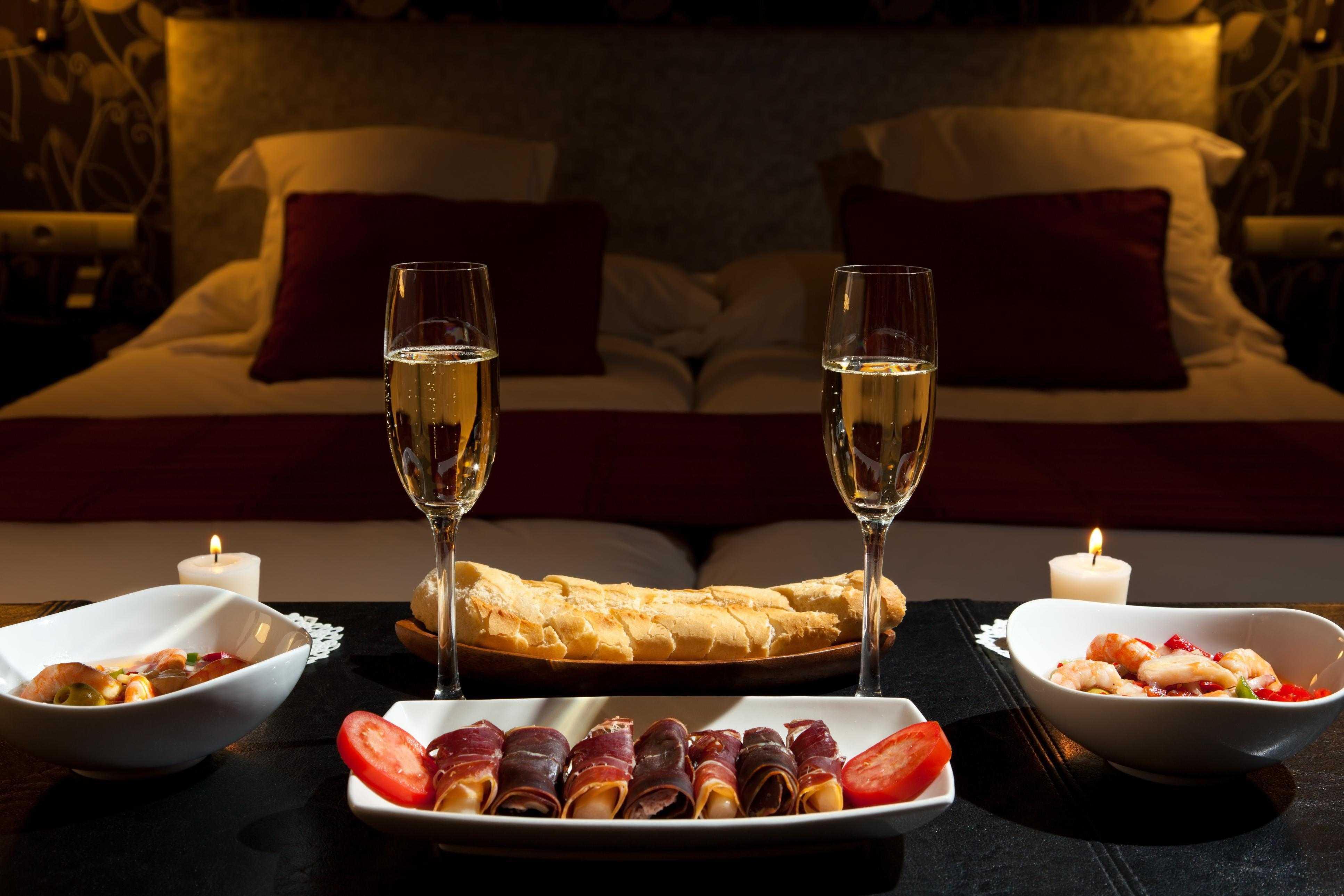 Романтический ужин на двоих: топ-10 закусок, салатов и десертов   wmj.ru