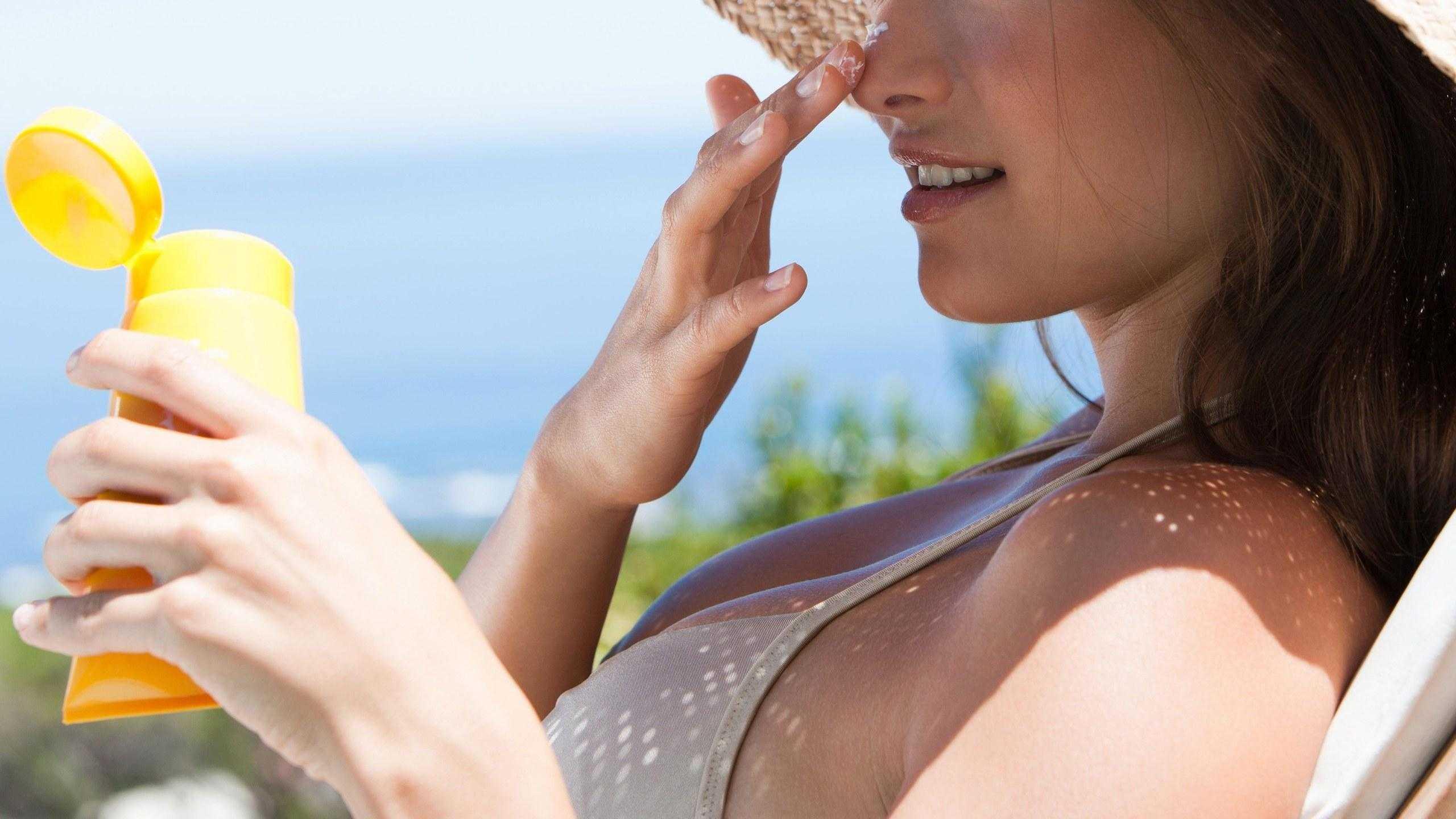 Как защитить лицо от солнца: крема и народные средства