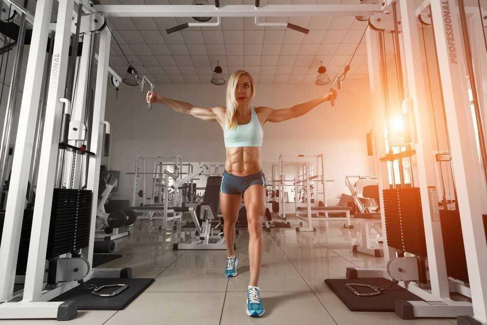 Программа тренировок в тренажерном зале для девушек: как составить комплекс упражнений