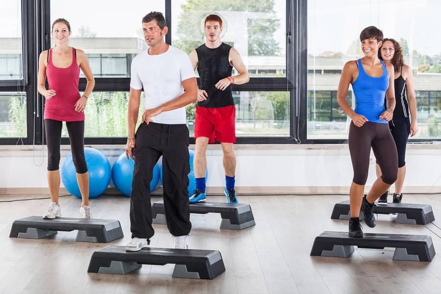 Степ-аэробика: польза, эффективность, упражнения (фото)