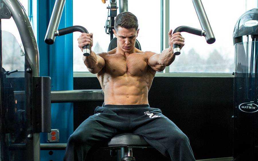 Отжимания на брусьях в грудном и трицепсовом стиле Правильная техника выполнения упражнения для акцента на разных группах мышц, рекомендации для новичков
