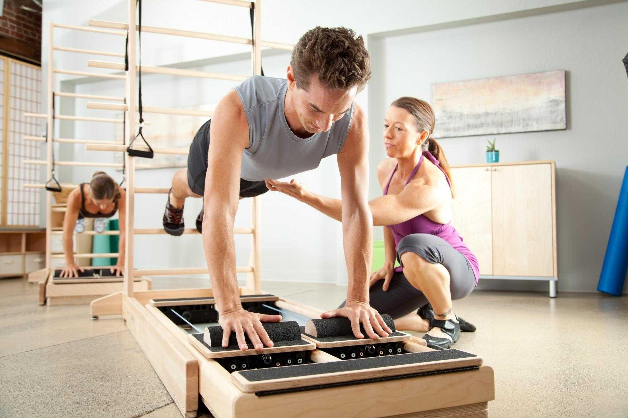 Топ лучших силовых тренировок для девушек в домашних условиях
