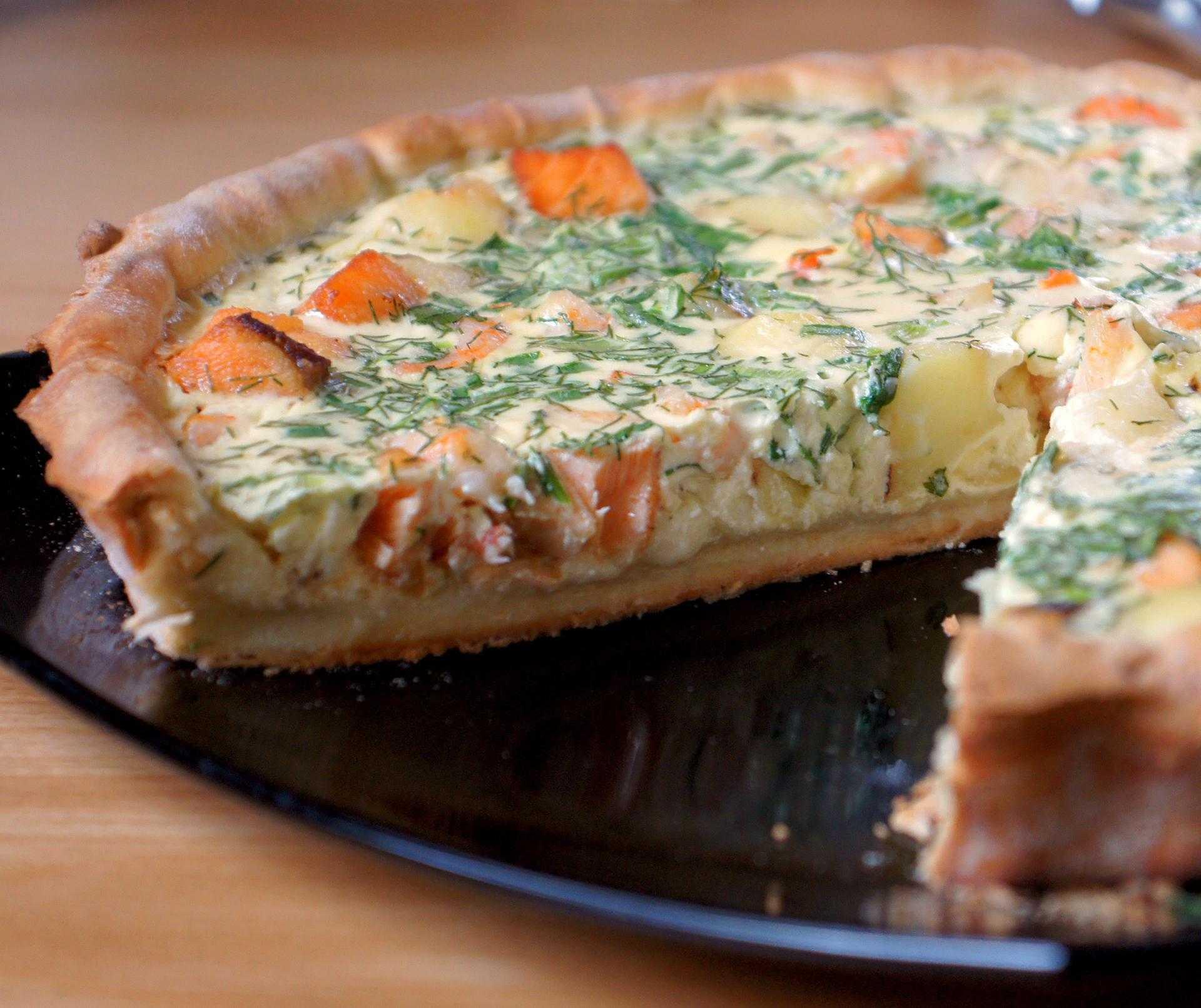 Пирог с семгой и пирог с лососем - вкусная подборка рецептов