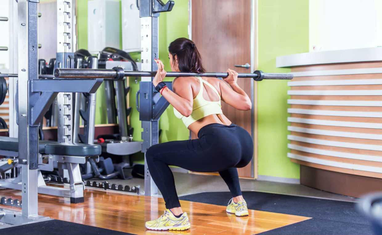 ТОП-20 упражнений для ног и ягодиц с гантелями (ФОТО)