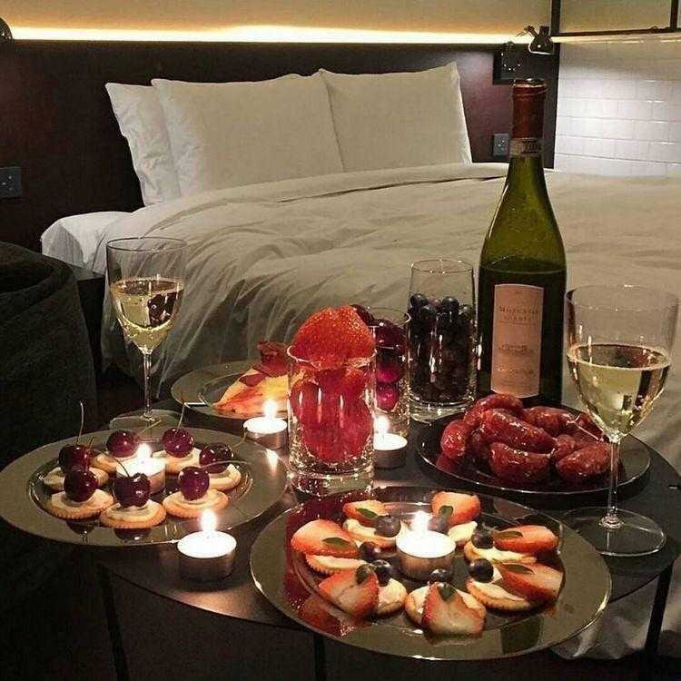 Как устроить романтический ужин для любимой или любимого в домашних условиях: музыка, блюда, атмосфера