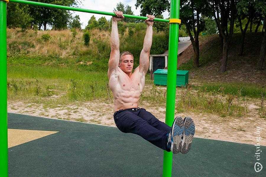Эффективный комплекс упражнений на развитие пресса для мужчин