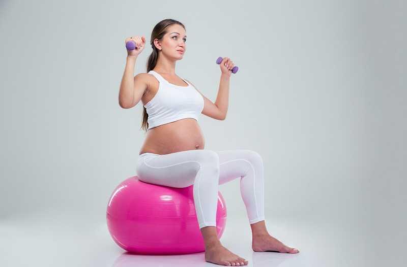 Как и зачем заниматься йогой для беременных