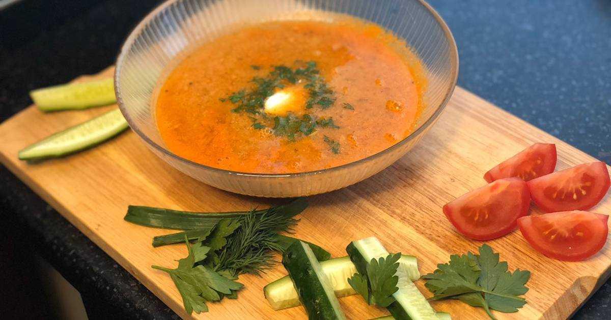 Томатный суп-пюре с чипсами из помидоров