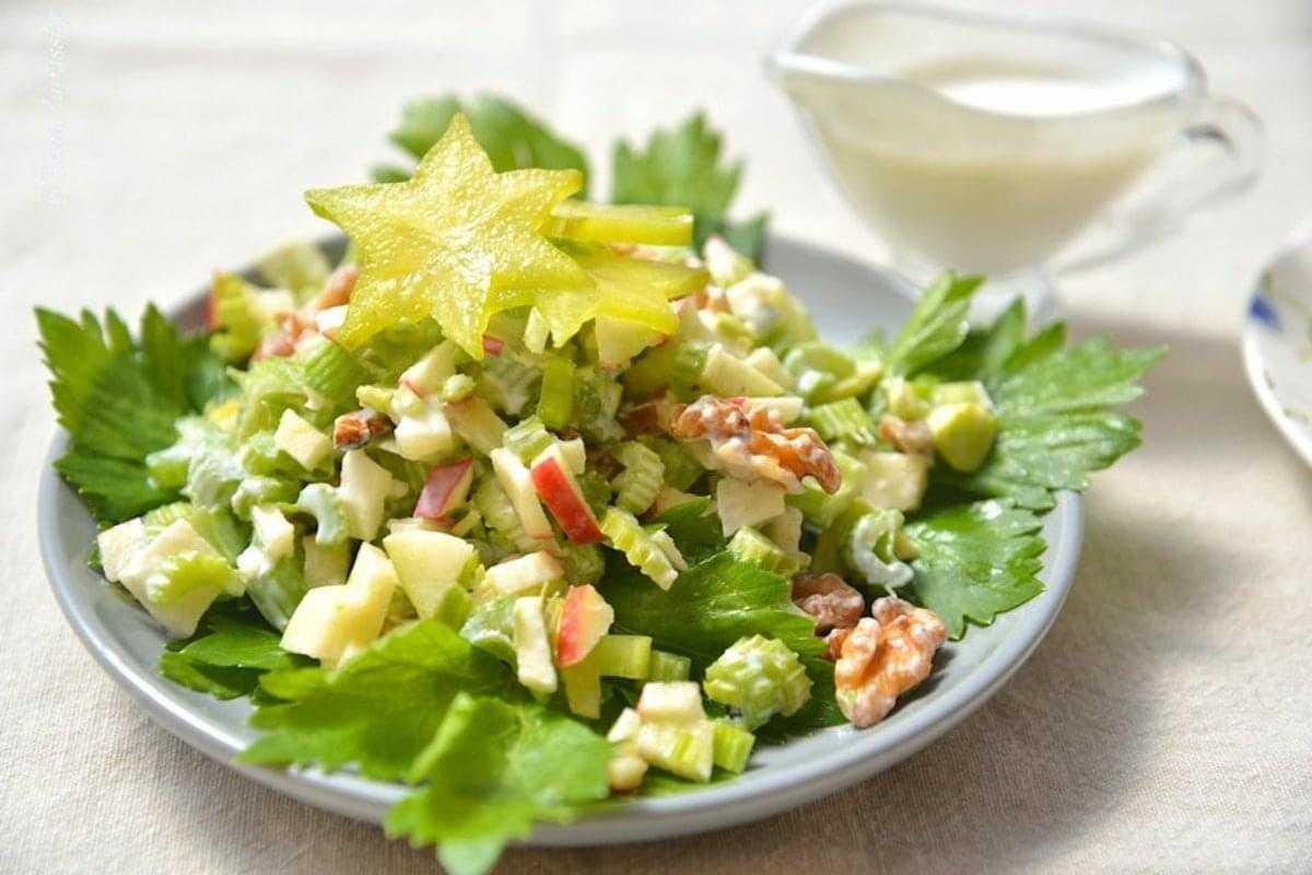 Рецепты салата с стеблевым сельдереем и яблоком Приготовление простого и вкусного салата для похудения с добавлением сельдерея