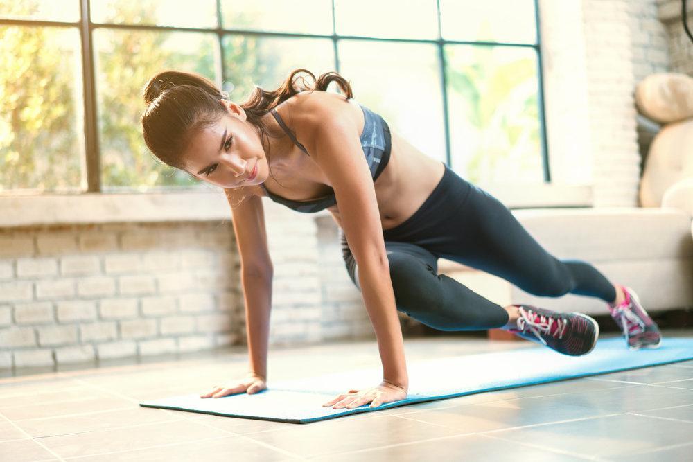 Как заниматься дома: программа тренировок на неделю - лайфхакер