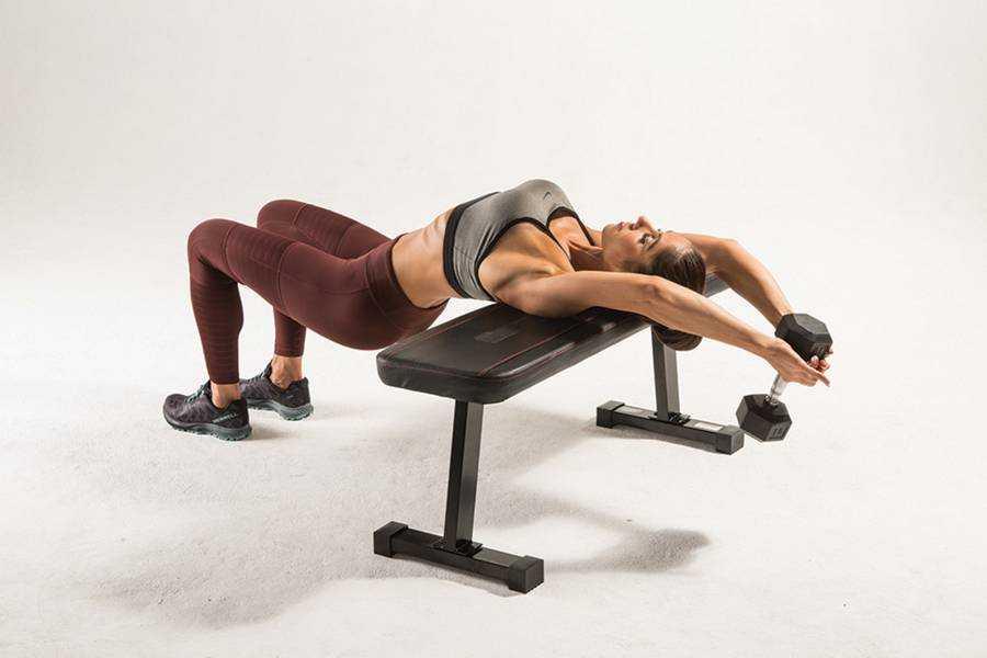 Для чего и как нужно делать упражнение пуловер Техника выполнения с гантелью и штангой лежа на скамье, в тренажере На грудь и спину для мужчин и девушек