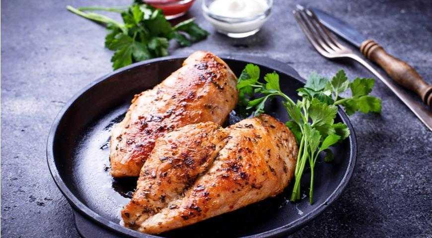 Нежная куриная грудка, томленная в масле – кулинарный рецепт