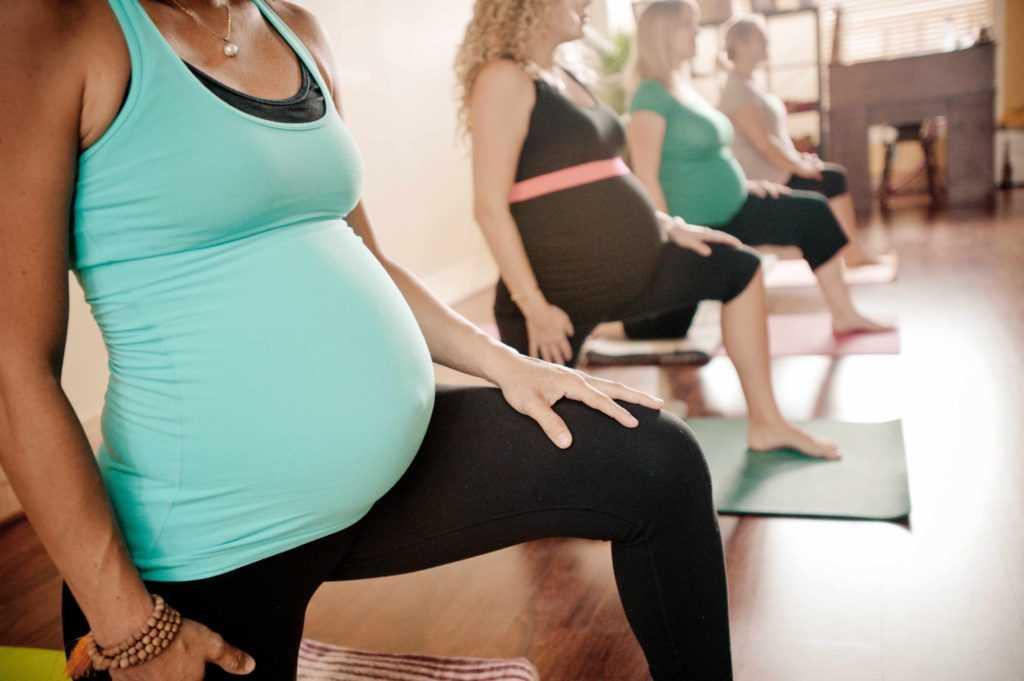Можно ли беременным заниматься фитнесом, на какие типы тренировок имеет смысл ходить, чем это полезно и вредно для будущей мамы и ребенка, есть ли ограничения?
