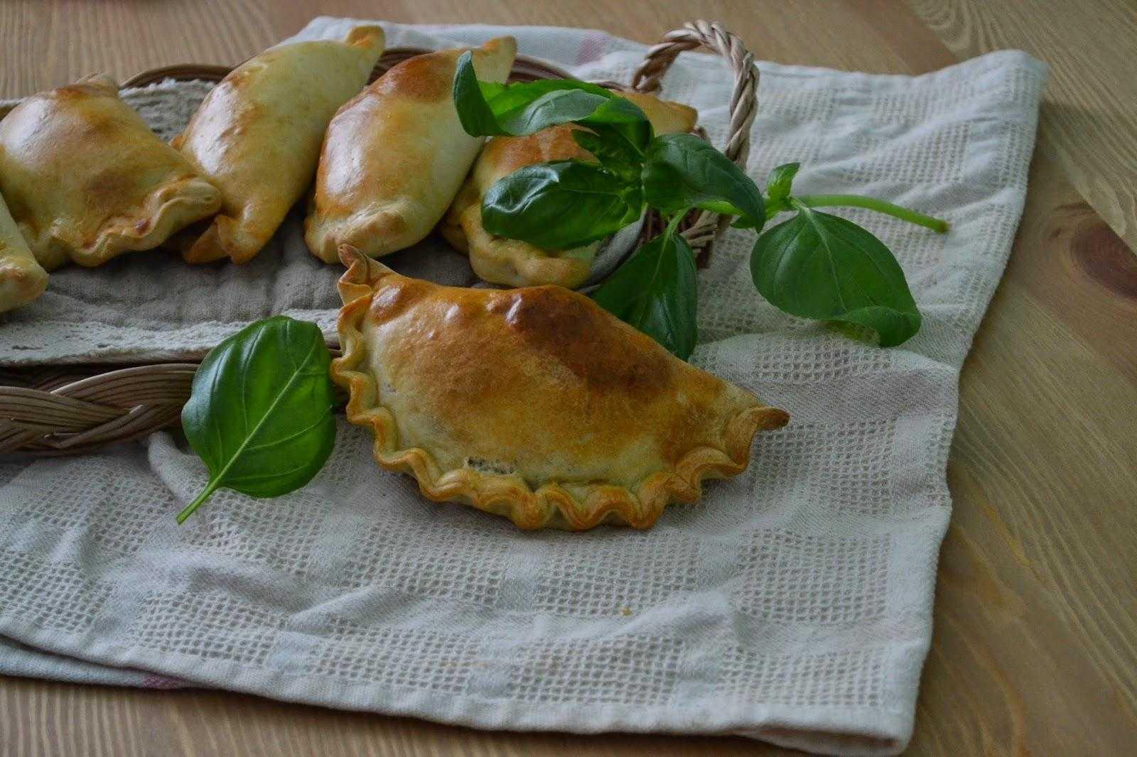 Пирожки печеные с рисом и грибами – кулинарный рецепт
