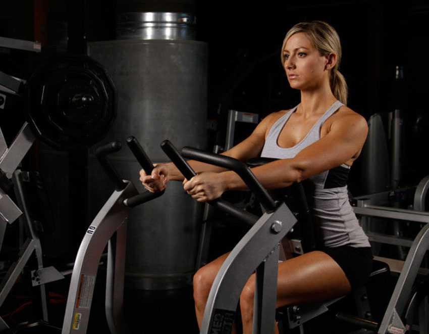 6 вариантов тяговых движений на широчайшие мышцы, чтобы построить большую спину.