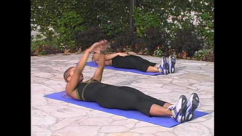 Упражнения для пресса на фитболе - 12 эффективных упражнений