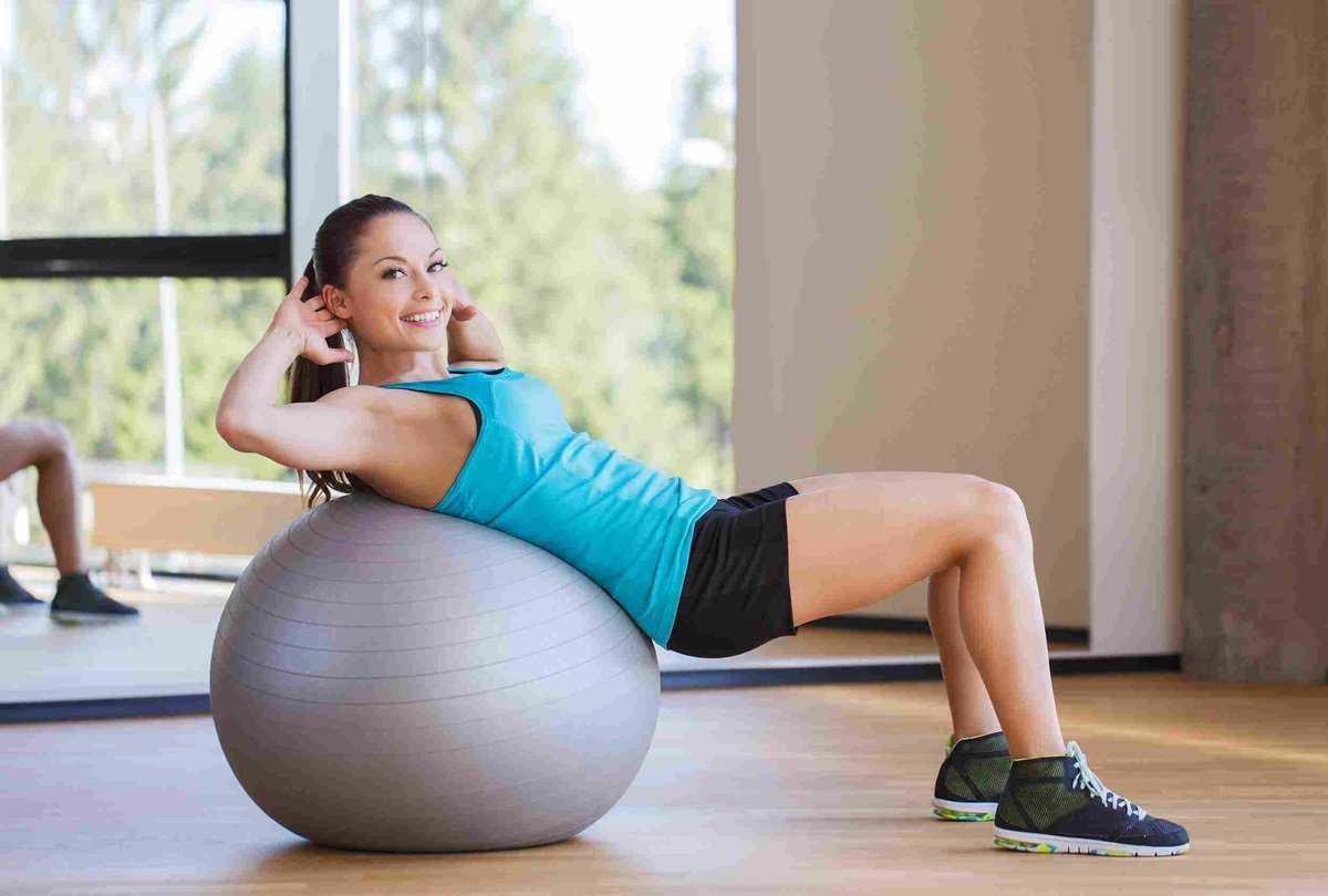Упражнения на фитболе, занятия для похудения и укрепления позвоночника в домашних условиях