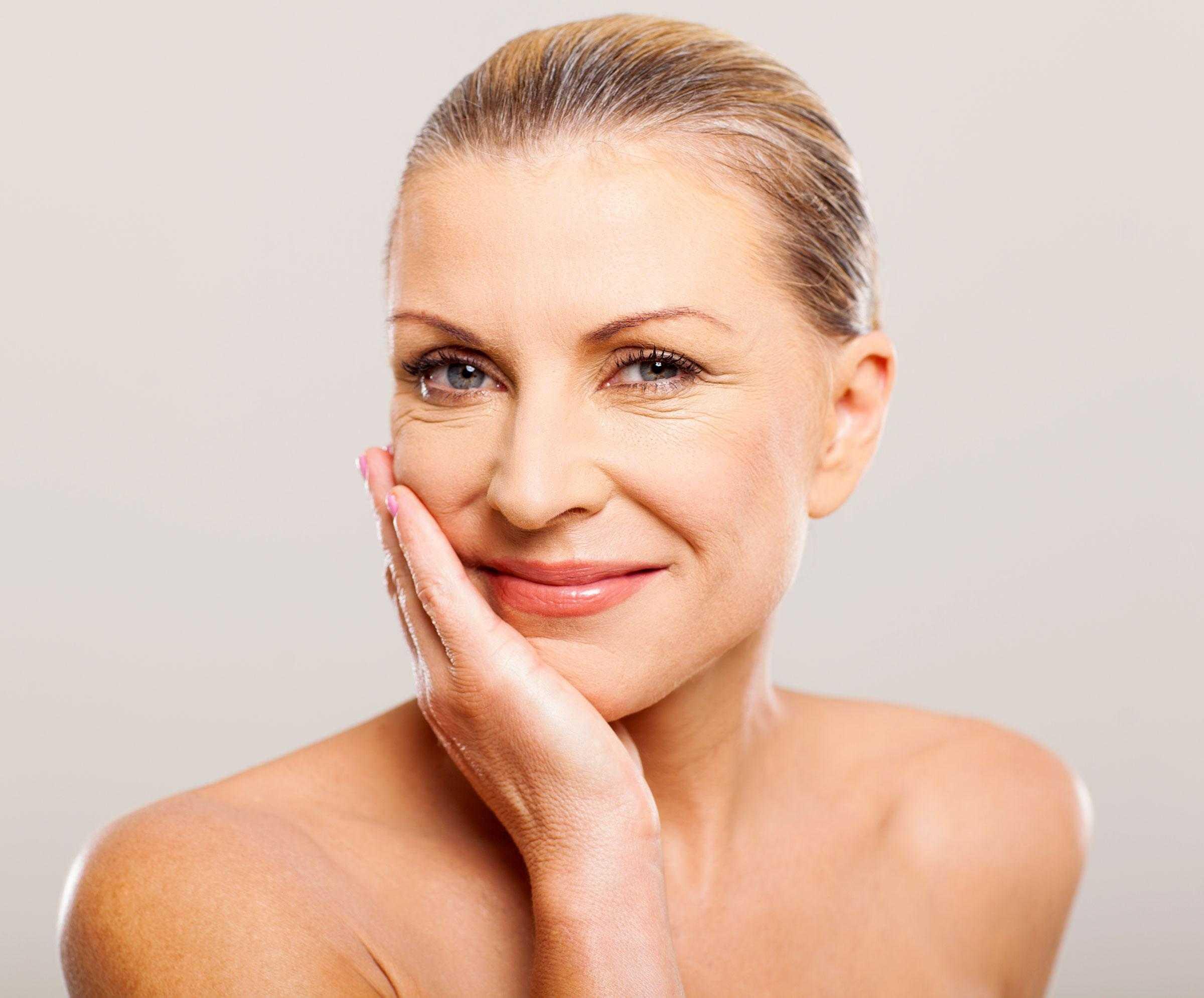 Омолаживающий макияж – как обмануть время с помощью косметики?
