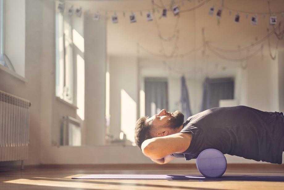 Как расслабить мышцы шеи и плеч в домашних условиях (при остеохондрозе, при неврозе): препараты (мази, таблетки, уколы), лечебная гимнастика, видео