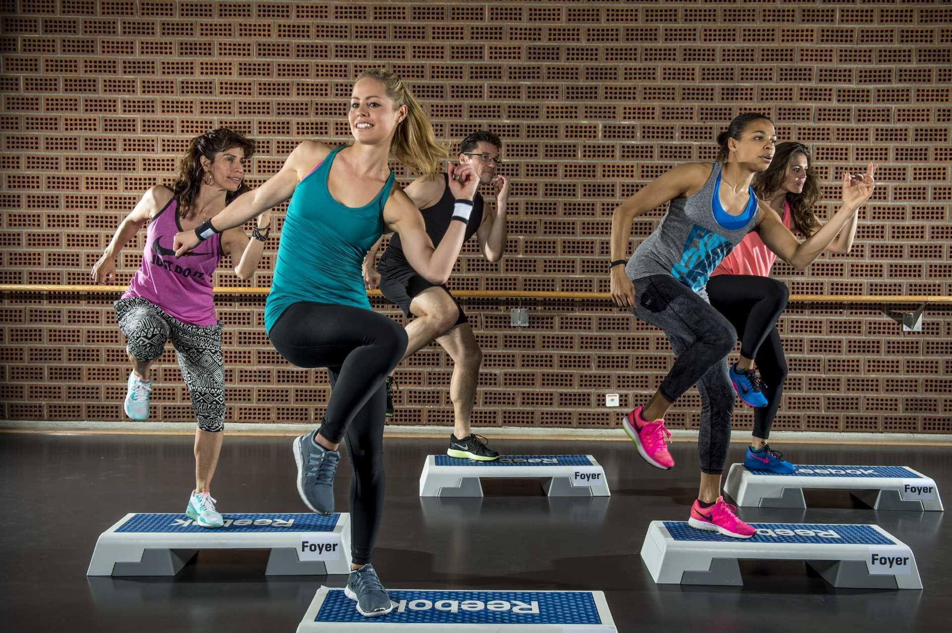 Степ-аэробика для начинающих: упражнения в домашних условиях, эффективность для похудения