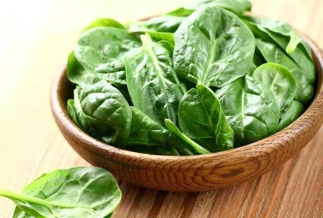 Шпинат для похудения: состав и полезные свойства, смузи, супы и другие блюда из овоща при диете, а также всем ли можно есть продукт и чем его заменить?