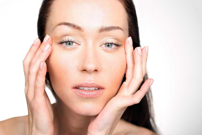 Как избавиться от отеков лица и глаз: чем снять отечность