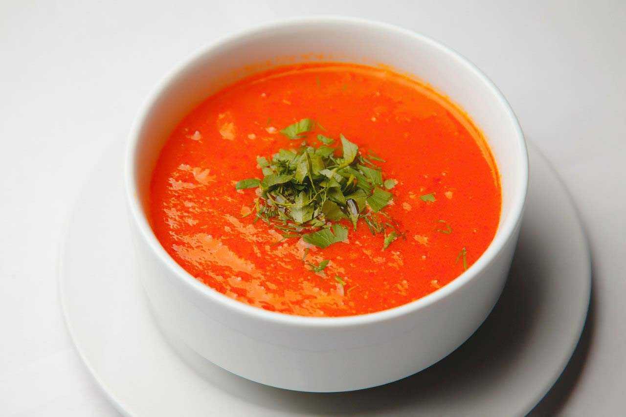 Суп-пюре из брокколи, тыквенный суп имбирем, томатный с базиликом: рецепты горячих зимних супов