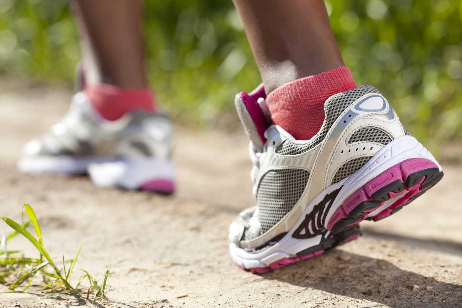 Как выбрать кроссовки: для повседневной носки и ходьбы, какие самые удобные для бега, женские и мужские модели