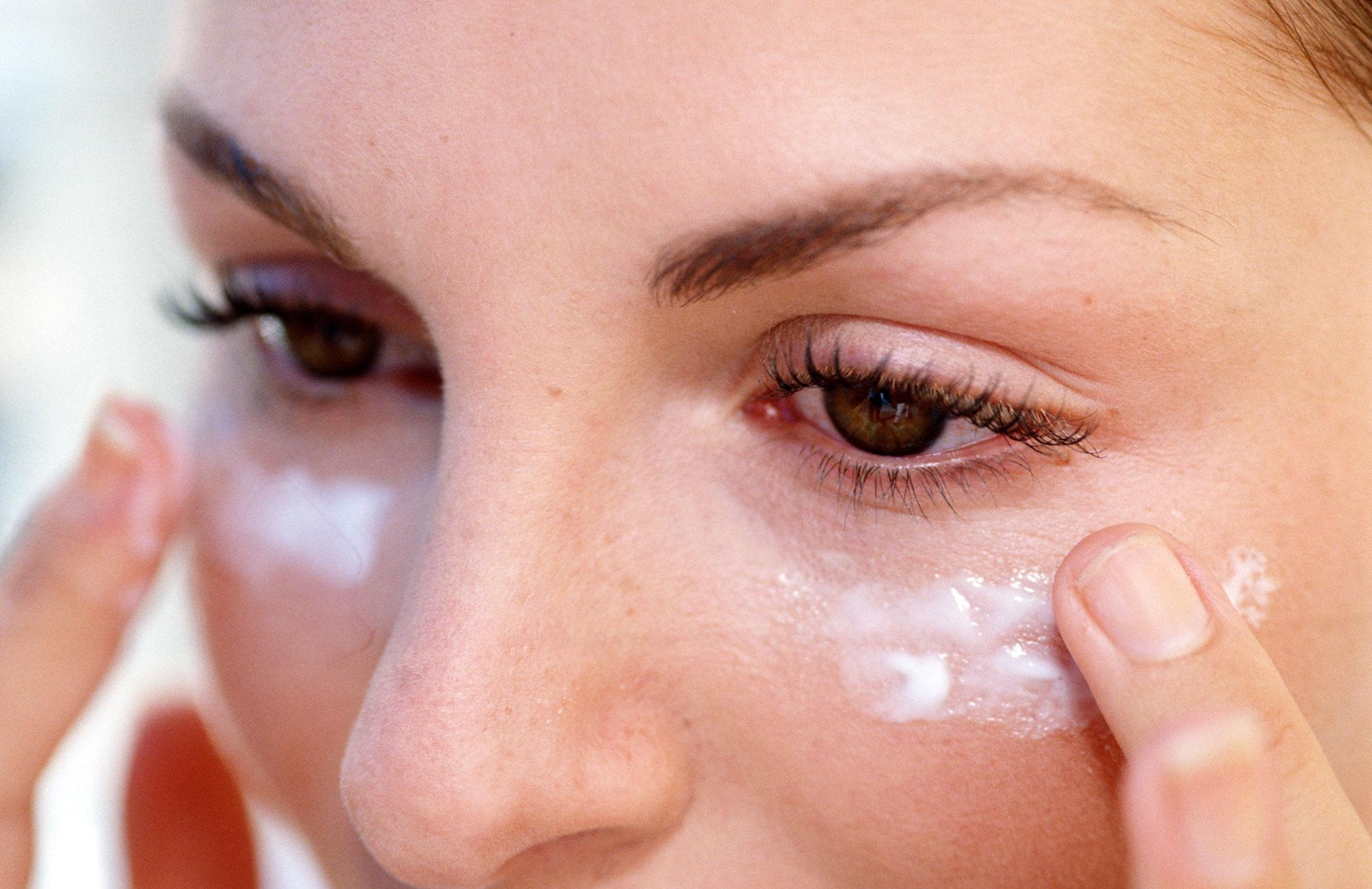 Увлажнение кожи вокруг глаз: рейтинг 4 косметических средств и отзывы