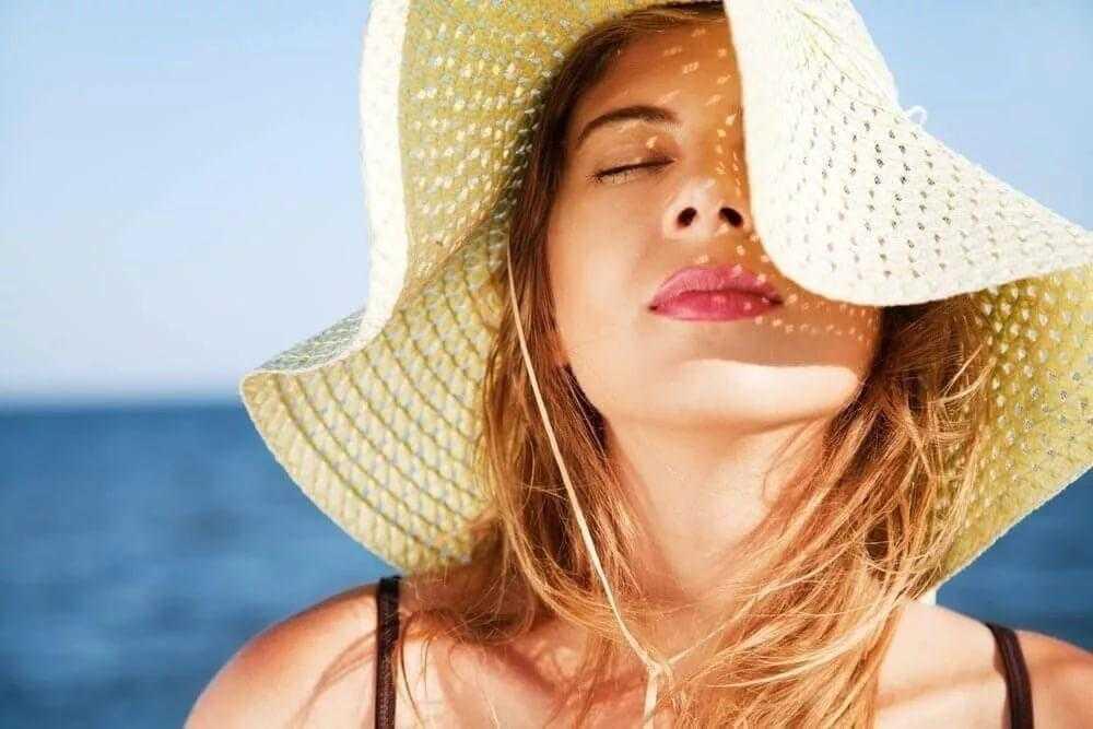 Как защитить кожу лица от солнца летом: проверенные советы